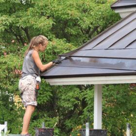 Ennen katon maalausta tulee tehdä esityöt katolle.